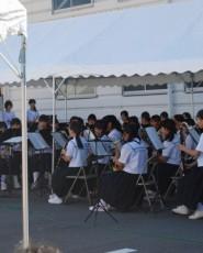 西部中学校ブラスバンド部の演奏